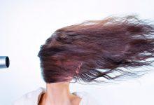 تصویر چگونه موهایمان را خشک کنیم که وز نشود؟